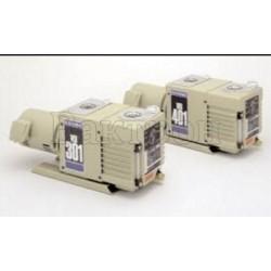 Ulvac VD401 двухступенчатый пластинчато-роторный насос с масляным уплотнением